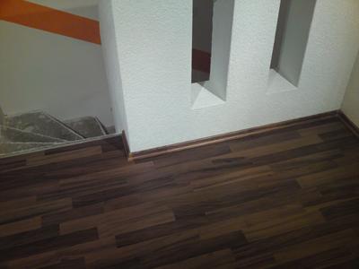 dunkles laminat elegant dunkles laminat with dunkles. Black Bedroom Furniture Sets. Home Design Ideas